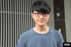 香港大學學生會會長馮敬恩表示,港大學生會今年首次舉辦悼念六四晚會,主題為「守住香港、毋忘六四」。(美國之音湯惠芸)