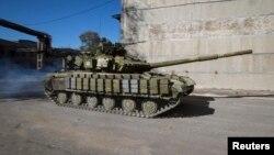 Xe tăng của phe nổi dậy thân Nga tại Donetsk, miền đông Ukraine, ngày 11/10/2014.