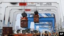 巴尔的摩港口集装箱正卸载