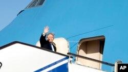 Shugaba Trump yayinda yake barin China zuwa Vietnam