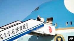 美国总统川普2017年11月10日离开中国前往越南访问