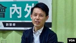 香港民主黨主席羅健熙表示,警方1-06國安法大搜捕不會影響該黨的路線,如果今年9月有立法會選舉,民主黨約有15名黨員包括他自己願意參選 (攝影:美國之音湯慧芸)