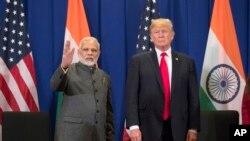 ڈونلڈ ٹرمپ نے کہا کہ پاکستان اور بھارت کے ساتھ ان کے دوستانہ تعلقاتہیں اور یہ دونوں ملک جانتے ہیں کہ تنازع کشمیر کے حل کے لیے ثالثی پیش کش موجود ہے۔ (فائل فوٹو)