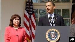 El presidente Barack Obama podría sustituir a Hilda Solís con otro hispano.