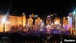 Demonstrasi di Independence Square, Kiev, untuk mendukung integrasi Uni Eropa (1/12). (Reuters/Vasily Fedosenko)