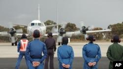 日本P-3猎户座海上巡逻机准备启程搜索马来西亚航空公司MH370失踪航班