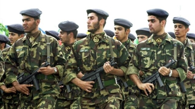 Soldiers of Iran's elite Revolutionary Guard (file photo)