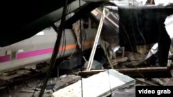 Un train n'a pas pu s'arrêter en fin de voie, à Hoboken, New Jersey, le 29 septembre 2016.