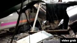 Sebuah kereta komuter menabrak stasiun kereta yang ramai di kota Hoboken, New Jersey hari Kamis (29/9) pagi.