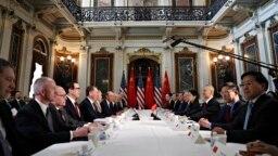 Phái đoàn Mỹ và Trung Quốc hội họp trong một tòa nhà thuộc khuôn viên Nhà Trắng để tiếp tục các cuộc đàm phán thương mại, ngày 21 tháng 2, 2019, ở Washington.