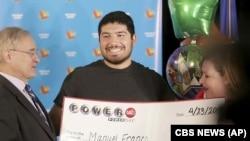 این مرد جوان برنده جایزه ۷۶۸ میلیون دلاری شد.