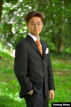 프랑스 총선 해외선거구에서 당선된 조아킴 송 포르제. (위키피디아 제공)