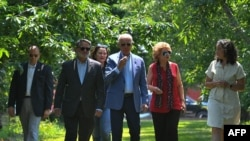 Джо Байден посещает вишневую ферму в Сентрал-Лейке, Мичиган, 3 июля 2021 года