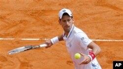 Petenis Novak Djokovic menang mudah atas 6-1, 6-4 melawan Andreas Seppi dalam Monte Carlo Masters, hari Rabu (18/4) di Monaco.