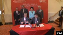 在華盛頓舉行的簽約儀式最終敲定了美國心臟病學會和中國的合作協議。(視頻截圖)