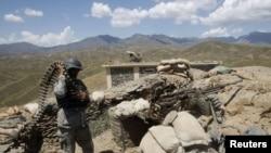 مقام های ننگرهار می گویند نیروهای کماندو به محل رسیده اند.