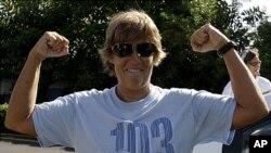 플로리다 해협 횡단에 나선 61살의 미국 여자 장거리 수영선수 다이아나 니아드 씨