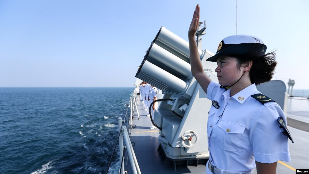 中国考虑在有争议的南中国海划防空识别区