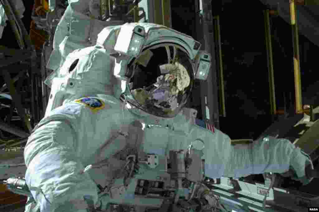 NASA astronaut Mike Hopkins is seen during the spacewalk, received December 22, 2013.