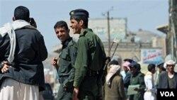 Polisi Yaman memperketat pengawasan di ibukota Sana'a hari ini, 1 November 2010.