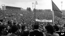 Više od 50.000 radnika i studenata na demonstracijama u Parizu 27. maj 1968.