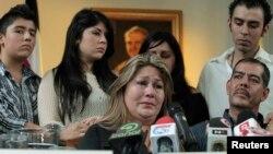 """""""Yo soy el testimonio de que hay un Dios grande"""", exclamó en medio de lágrimas Floribeth Mora, la mujer que superó un aneurisma cerebral con sus oraciones."""