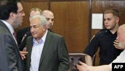 Ish-kreu i FMN-së Straus-Kahn mund të lirohet nga burgu