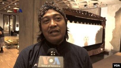 Dalang Ki Suharno lulusan dari Institut Seni Indonesia, Yogyakarta (Foto: VOA).