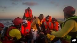 Мігранти з Лівії в дорозі до Італії