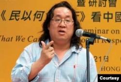 長期關注中國戶籍制度的旅德作家周勍。 (周勍提供)
