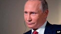 Tổng thống Nga Vladimir Putin trong cuộc phỏng vấn với Bloomberg tại Vladivostok, Nga, 1/9/2016.