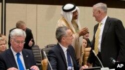 ښاغلی خلیلزاد وایي په سیمه کې د قواو د انډول په خاطر امریکا د سعودي عربستان او اسرائیل په شان هیوادونو نه خپل ملاتړ زیاتوي