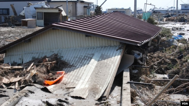 The 2011 quake and resulting tsunami waves killed an estimated 18,000 people and triggered the meltdowns of three nuclear reactors in Fukushima, Japan. (S. Herman/VOA)