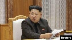 عکس آرشیوی از کیم جونگ اون رهبر کره شمالی در نشست اضطراری ارتش در پیونگ یانگ - ۳۰ مرداد ۱۳۹۴