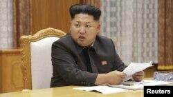 """Pemimpin Korea Utara Kim Jong Un telah memerintahkan pasukan Korut dekat zona bebas militer memasuki """"keadaan seperti perang"""" (foto: dok)."""