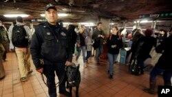 La Guardia Nacional ha salido a reforzar la seguridad en las estaciones de trenes en la ciudad de Nueva York.