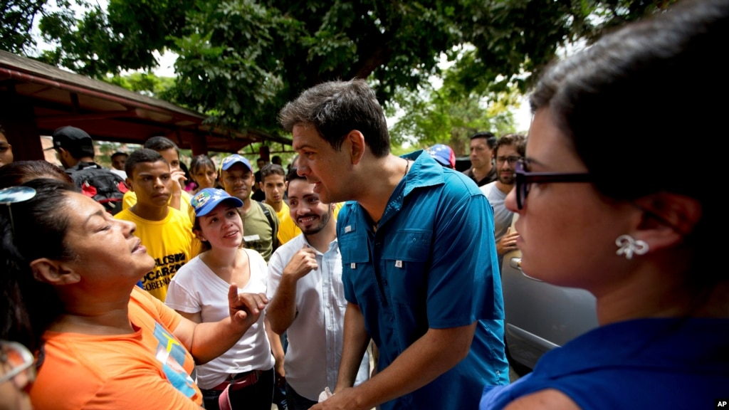 Venezuelans Cast Ballots Sunday in Regional Elections Viewed as Test for Maduro, Opposition