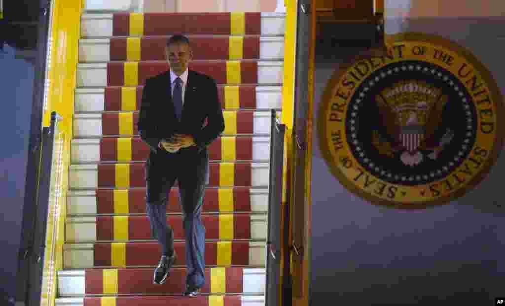 امریکی محکمہ دفاع اور ویتنام کی حکومت دونوں کا مطالبہ ہے کہ صدر اوباما کئی دہائیوں سے ویتنام کو ہتھیاروں کی فروخت پر عائد پابندی مکمل طور پر ختم کریں۔