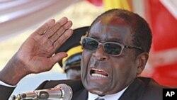 Wapiganaji wa zamani nchini Zimbabwe walimgeuka mshirika wao wa muda mrefu rais Robert Mugabe wakimuelezea kuwa ni dikteta katika kulaani juu ya kuchukua kwake madaraka na hasara inayoongezeka kutokana na matatizo ya kiuchumi.