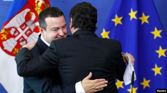 European Commision President Jose Manuel Barroso greets Serbian Prime Minister Ivica Dacic (L) after a joint news conference at the EU Commission headquarters in Brussels, June 26, 2013.