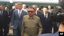 러시아의 아무르 주에 도착하는 김정일 위원장