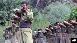 Rare pictures in eastern Turkey, PKK train in the Qendil mountains