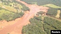 Hình ảnh trên mạng xã hội cho thấy bùn đỏ tràn ra sau khi đập bị vỡ ở Brumadinho, Brazil, ngày 25 tháng 1, 2019,