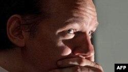 'WikiLeaks Kurucusu Assange İngiltere'de'