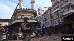 Trablusşam'ın Sünni mahallesinde devriye gezen Lübnan askerleri