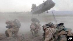 아프가니스탄 헬만드에서 보급 임무를 수행 중인 영국군. (자료사진)