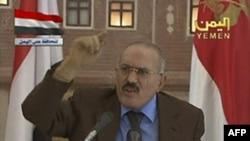 Tổng thống Yemen Ali Abdullah Saleh đọc diễn văn trên đài truyền nhà nước hôm 8/10/11