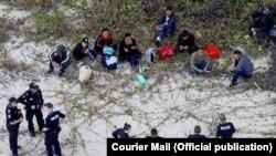 Người xin tị nạn Việt Nam bị nghi là tới Úc bất hợp pháp trên chiếc tàu bị bỏ rơi ở Daintree, Queensland (Credit: Courier Mail)