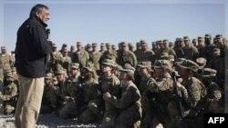 Bộ trưởng Panetta trao một số huy chương anh dũng cho binh sĩ Mỹ ở Afghanistan, 14/12/2011