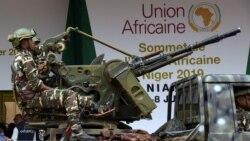 Des centaines d'assaillants et plus de 71 militaires tués
